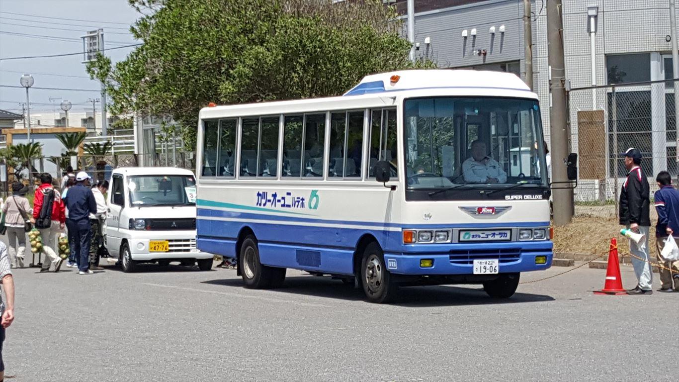 バスと軽トラ